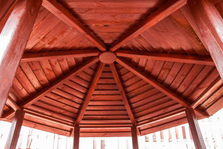 Восьмиугольная крыша беседки